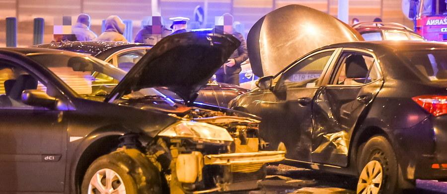 Kierowca Antoniego Macierewicza, który w styczniu uczestniczył w karambolu pod Toruniem odjechał z miejsca wypadku. Mamy potwierdzenie, że kierowca nie zaczekał na policję.