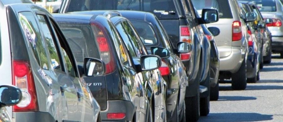 Polacy jeżdżą sprowadzanymi autami. Tylko w Warszawie przeważają samochody zarejestrowane po raz pierwszy w Polsce.