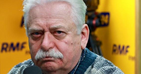"""B. wiceminister obrony Romuald Szeremietiew przyznał w Popołudniowej rozmowie w RMF FM, że był świadkiem, jak żołnierze meldowali rzecznikowi MON jak ministrowi. """"Byłem świadkiem takiego zdarzenia. Przyjechał pan rzecznik i był traktowany jak minister. Każdy ma swoje dziwactwa"""" – powiedział Szeremietiew. Były wiceszef MON ma nadzieję, że Antoni Macierewicz upora się ze sprawą Misiewicza. O odejściu generałów Szeremietiew mówi: """"Ja mam inną wizję sił zbrojnych"""". """"Mnie niepokoją zmiany, jeżeli chodzi o te najwyższe stanowiska dowódcze"""" – mówił Szeremietiew. """"W siłach zbrojnych kompetencje buduje się bardzo długo"""" – podkreślał."""