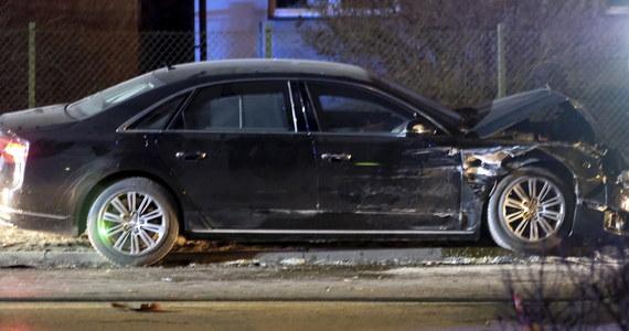 Kierowca, który prowadził limuzynę premier Bety Szydło - podczas wypadku rządowej kolumny w Oświęcimiu - nie był przemęczony i posiadał wszystkie wymagane uprawienia - wynika z oświadczenia opublikowanego przez Biuro Ochrony Rządu.