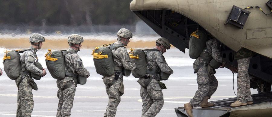 Ministerstwo obrony USA może zarekomendować prezydentowi Donaldowi Trumpowi rozmieszczenie sił lądowych na północy Syrii, by skuteczniej zwalczać dżihadystów z Państwa Islamskiego - podała telewizja CNN.