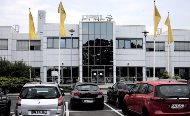 Polski rząd nie interesuje się możliwym przejęciem niemieckiego Opla przez francuski koncern PSA Peugeot Citroen. We wtorek o rozmowach w sprawie tej wielkiej transakcji na rynku motoryzacyjnym poinformowały obie spółki. Jak ustalił nasz reporter nikt z polskiego rządu nie skontaktował się w tej sprawie ani z Oplem, ani z Peugeot Citroenem. Tymczasem rządy Niemiec i Francji już zaczęły działać.
