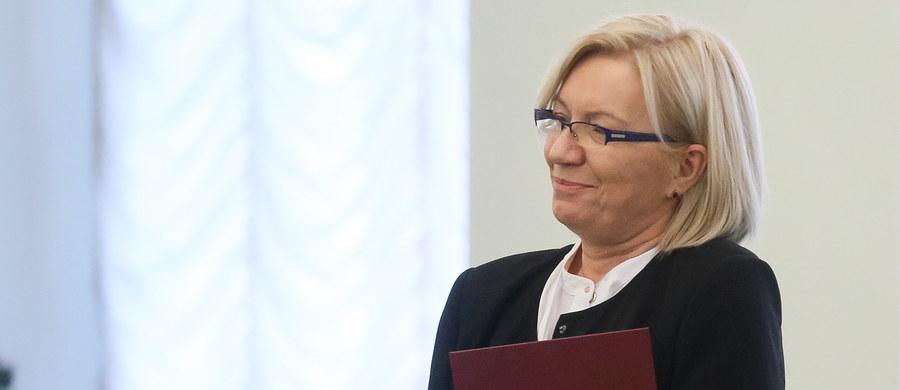 To była szczególna okoliczność, umożliwiająca skrócenie terminu na zwołanie Zgromadzenia Ogólnego, ale nie tak istotna, żeby informować o nim sędziów przebywających na urlopie - tak prezes Trybunału Konstytucyjnego Julia Przyłębska wyjaśnia kulisy Zgromadzenia Ogólnego sędziów z 1 lutego. Mamy budzący kolejne wątpliwości protokół tego posiedzenia.