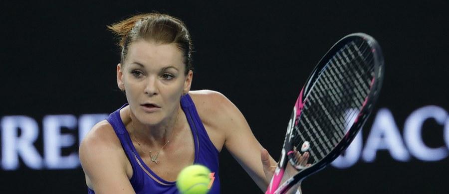 Rozstawiona z numerem czwartym Agnieszka Radwańska już w drugiej rundzie pożegnała się z turniejem WTA w Dausze. Krakowianka przegrała z Dunką polskiego pochodzenia Caroline Wozniacki 5:7, 3:6.
