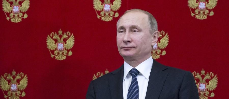 Prezydent Władimir Putin zarzucił NATO prowokowanie Rosji i próby wciągnięcia jej w konfrontację. Wskazał, że nie słabnie w Rosji aktywność obcych wywiadów. Zarazem uznał za niezbędny dialog ze służbami amerykańskimi w kwestii walki z terroryzmem.