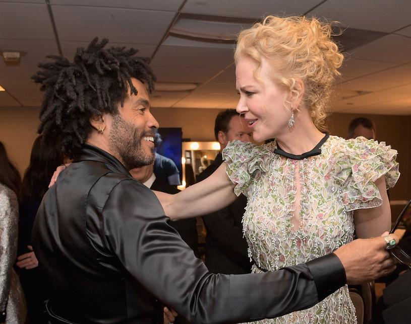"""Nicole Kidman zdradziła, że przed laty była w związku z Lennym Kravitzem, a nawet przyjęła jego oświadczyny. To szczere wyznanie poczyniła przy okazji rozmowy o serialu """"Wielkie kłamstewka"""", w którym występuje również córka jej byłego narzeczonego, Zoe Kravitz."""