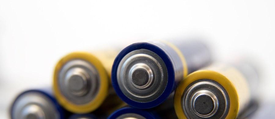 """""""Nie każdy wie, że bateria wcale nie jest specjalnie nowym wynalazkiem. Pierwsze baterie, jakie kiedykolwiek konstruowano pochodzą z czasów babilońskich"""" - mówi dziennikarzowi RMF FM Angelika Gumkowska, chemik, z Centrum Nauki Kopernik. W rozmowie z naszym reporterem mówi m.in. o tym, dlaczego nie warto używać telefonów komórkowych na mrozie i czy ładowanie baterii telefonu w nocy to dobry pomysł."""