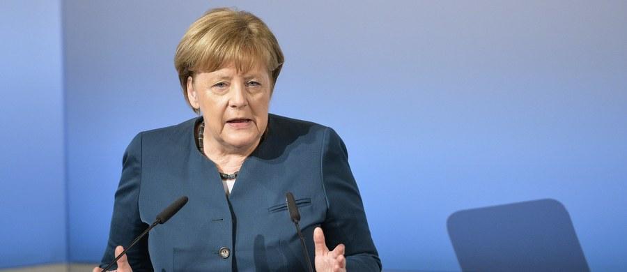 """Komentując zapowiadane przez Niemcy podwyżki wydatków na wojsko, wiodący szwajcarski dziennik """"Neue Zuericher Zeitung"""" pisze w niedzielę, że Unia Europejska nie ma obecnie innego wyjścia, jak zaufać kanclerz Angeli Merkel. """"Zachód jest Berlinowi wdzięczny za okazywaną siłę"""" - ocenia """"NZZ""""."""