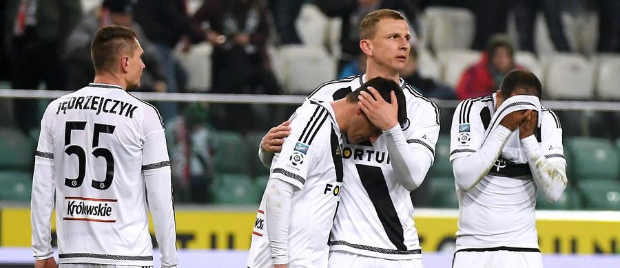 W niedzielę w polskiej Ekstraklasie rozegrano dwa spotkania. W pierwszym meczu Cracovia zremisowała z Pogonią Szczecin 1;1, a w stolicy Legia Warszawa przegrała z Ruchem Chorzów 1:3.