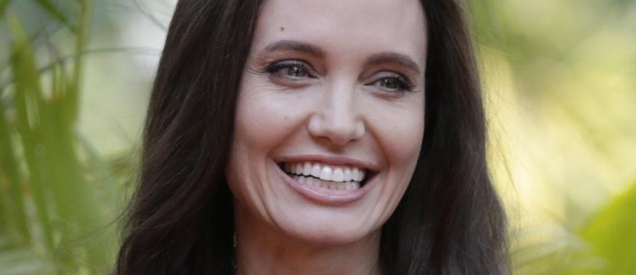 Angelina Jolie udzieliła emocjonalnego wywiadu dla BBC. Aktorka po raz pierwszy komentowała rozstanie ze swoim mężem Bradem Pittem.