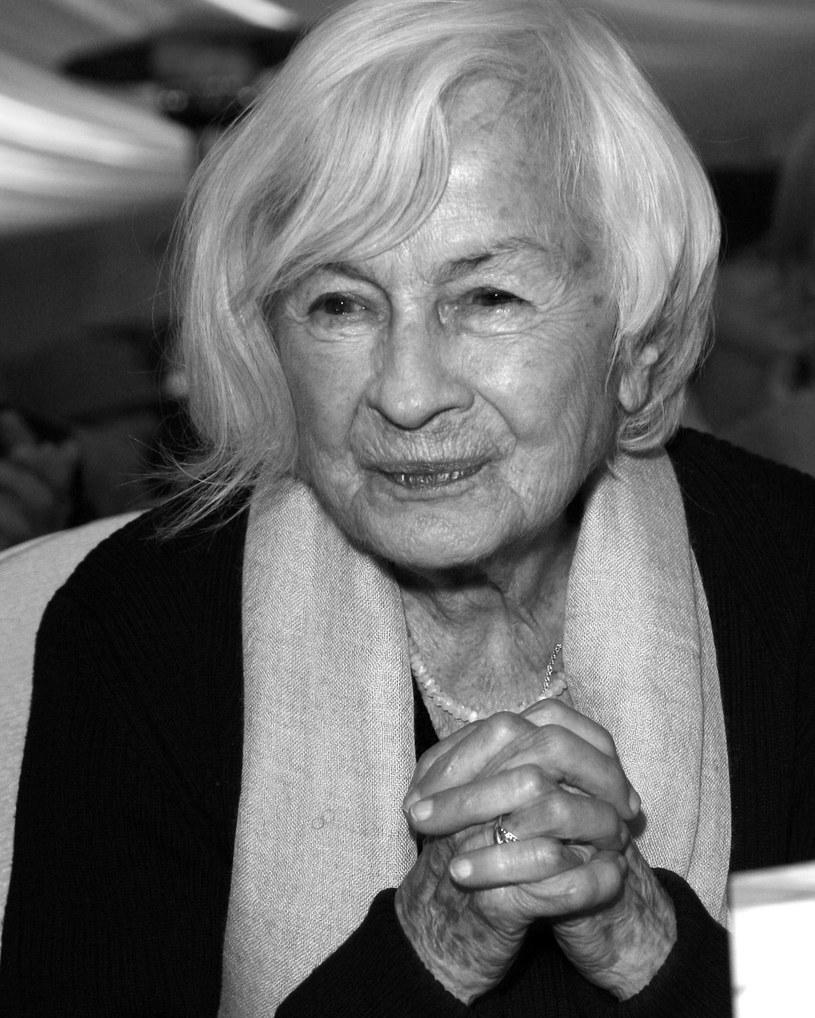 Danuta Szaflarska była symbolem odradzającej się po wojnie polskiej kinematografii - napisał o zmarłej aktorce prezydent Andrzej Duda. Szaflarska, nazywana pierwszą amantką powojennej kinematografii, zmarła w niedzielę, 19 lutego, w wieku 102 lat.
