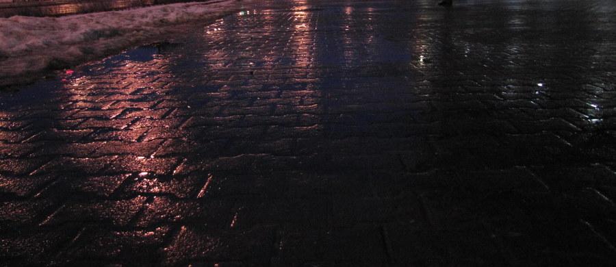 Trudny poranek dla kierowców w woj. śląskim. Na drogach jest gołoledź. Policja zanotowała już blisko 140 kolizji i stłuczek.