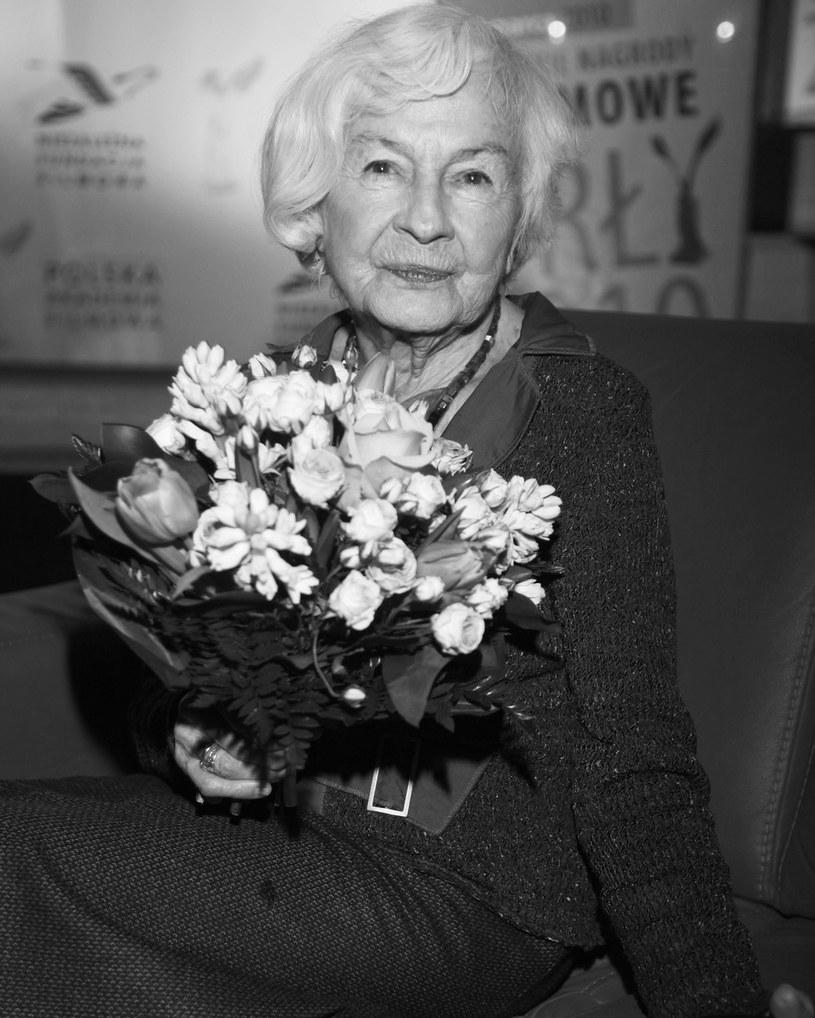 """""""Była wielką aktorką, ale nie dawała tego do zrozumienia wszystkim naokoło. Opinie o niej - jako o wielkiej aktorce - wynikały z oceny widzów"""" - powiedział PAP krytyk teatralny Wojciech Majcherek, wspominając zmarłą w niedzielę aktorkę Danutę Szaflarską."""