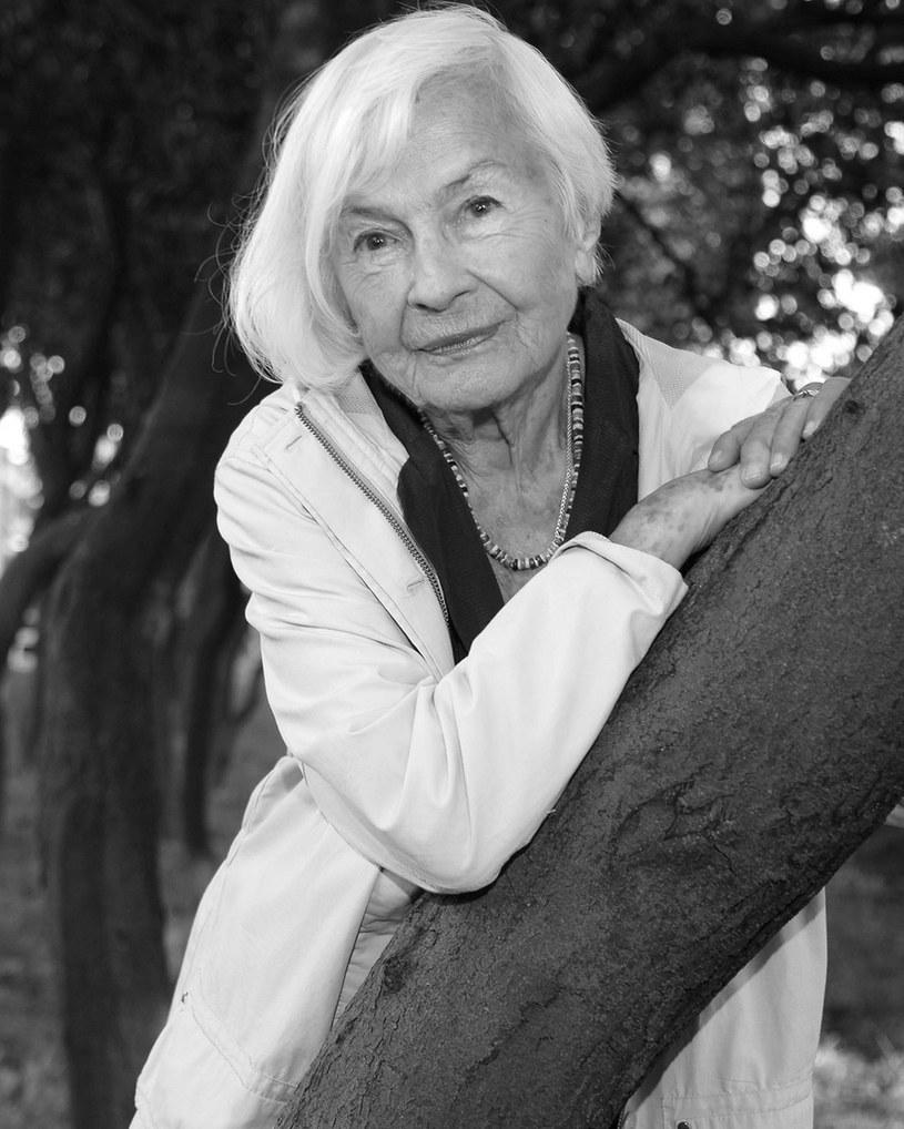 - Uczyła nas fachu i rzemiosła, jej obecność wśród nas była darem - powiedział PAP prezes ZASP Olgierd Łukaszewicz wspominając zmarłą w niedzielę aktorkę Danutę Szaflarską.