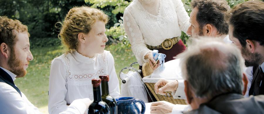"""Dziś odbyła się premiera prasowa filmu """"Maria Skłodowska-Curie"""" w reżyserii Marie Noelle. To pierwsza długometrażowa ekranizacja życia wybitnej Polki. Która jeszcze z naszych rodaczek zasługuje na to, by jej losy można było oglądać na dużym ekranie? Głosujcie w naszej ankiecie."""