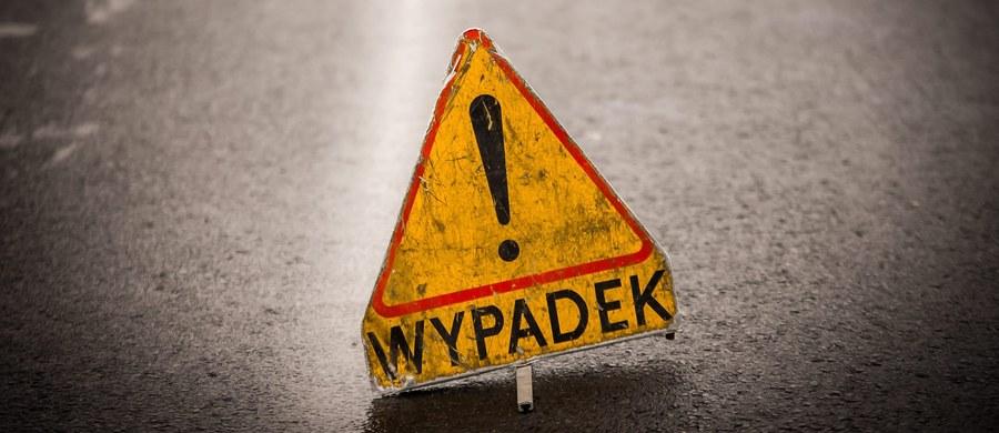 Kilka godzin trwały utrudnienia na S3 między Zieloną Górą a Nową Solą. W Ługowie w zderzeniu dwóch ciężarówek zginęła jedna osoba.