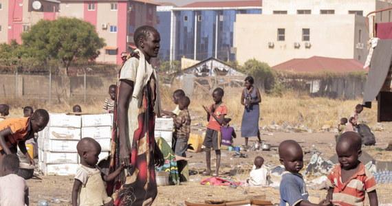 W dwóch okręgach południowosudańskiego stanu Unity ogłoszono klęskę głodu - pisze Associated Press. Według agencji jest to rezultat przedłużającej się wojny domowej i kryzysu gospodarczego. Zdaniem władz głód może dotknąć nawet połowę obywateli.
