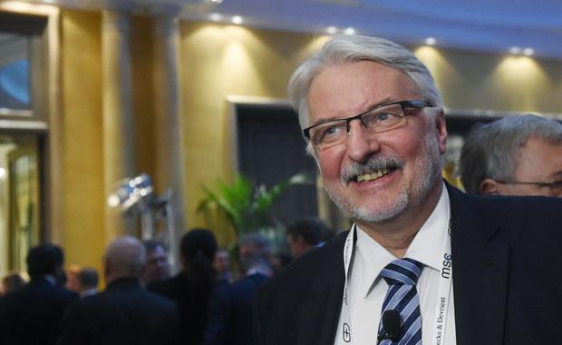 Polska przekazała do Komisji Europejskiej odpowiedź na jej zalecenia z grudnia 2016 r. - poinformowało MSZ. Utrwalenie demokratycznego porządku prawnego w Polsce, w tym ustanowienie stabilnych podstaw funkcjonowania TK, jest nadrzędnym celem władz polskich - podkreślono.