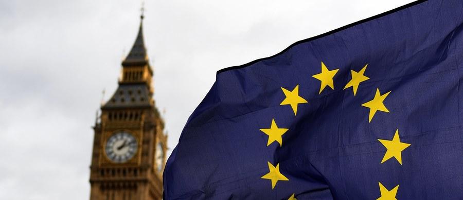Brytyjska Izba Lordów rozpoczęła dwudniową debatę nad ustawą zezwalającą premier Theresie May na uruchomienie procedury wyjścia Wielkiej Brytanii z Unii Europejskiej. Izba Gmin już dwa tygodnie temu ją zaakceptowała, odrzucając wszystkie zaproponowane przez opozycje poprawki, łącznie z tą, która jak najszybciej gwarantować miała prawo stałego pobytu obywatelom Unii Europejskiej mieszających na Wyspach.