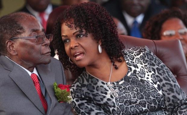 Prezydent Zimbabwe Robert Gabriel Mugabe, najstarszy przywódca na świecie, obchodzi 93. urodziny. W przyszłym roku znów będzie walczył o reelekcję. Jeśli dożyje końca kolejnej kadencji, będzie dobiegać prawie do setki.