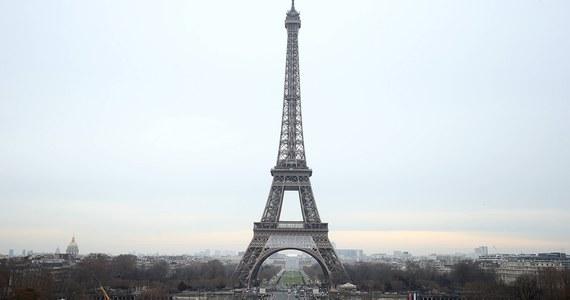 Paryż i region paryski straciły 1,5 mln turystów w 2016 roku w następstwie ataków terrorystycznych - poinformował Regionalny Komitet Turystyki (CRT). Oznacza to straty w wysokości ok. 1,3 mld euro. Brakuje zwłaszcza turystów z Chin i Japonii.