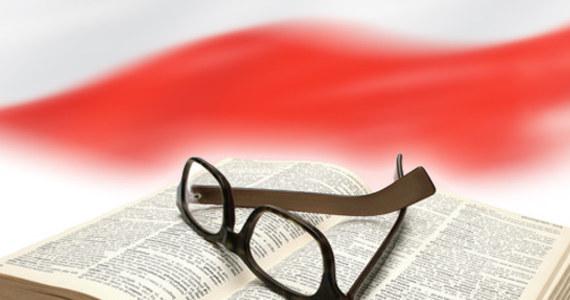 Dziś z okazji Międzynarodowego Dnia Języka Ojczystego mamy dla Was quiz z języka polskiego? Sprawdźcie, co jeszcze pamiętacie ze szkoły. Według UNESCO, niemal połowa z 6000 języków świata jest zagrożona zanikiem w ciągu 2-3 pokoleń. Od 1950 r. zanikło 250 języków.
