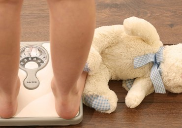 Rodzice odpowiedzialni za otyłość dzieci. W połowie...