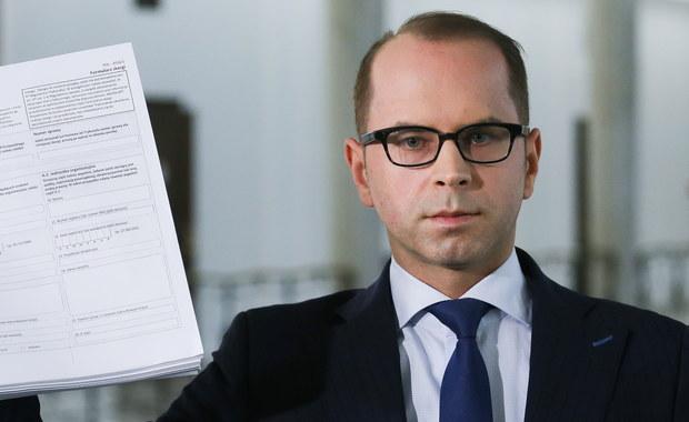 Poseł PO Michał Szczerba poinformował o złożeniu do Europejskiego Trybunału Praw Człowieka w Strasburgu skargi w związku z wykluczeniem go z obrad Sejmu 16 grudnia. Jego zdaniem, marszałek Sejmu Marek Kuchciński, wykluczając go z posiedzenia, naruszył jego prawo do swobody wypowiedzi. Po decyzji Kuchcińskiego Platforma i Nowoczesna rozpoczęły trwający blisko miesiąc protest na sali plenarnej Sejmu.