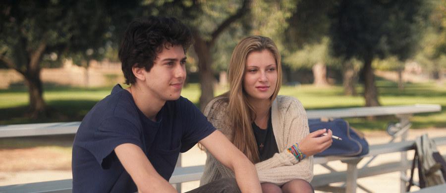"""Debiutująca Gia Coppola, wnuczka Francisa Forda i bratanica Soffi, charyzmatyczna Bérénice Bejo w filmie Joachima Lafosse'a, w końcu filmowa Tunezja sprzed Jaśminowej rewolucji. W ramach sekcji """"Nadrabianie zaległości"""" Netia Off Camera zaprezentuje uznane na świecie filmy, które z różnych przyczyn nie trafiły do polskiej dystrybucji kinowej. 10. edycja krakowskiego festiwalu rozpocznie się już pod koniec kwietnia."""
