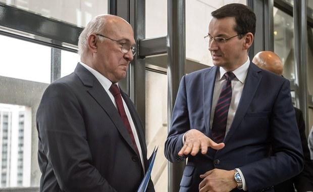 Nie spodobało nam się zerwanie przez polski rząd negocjacji z firmą Airbus Helicopters w ramach pierwszego przetargu na śmigłowce dla polskiej armii - przyznał w Paryżu francuski minister gospodarki i finansów Michel Sapin po spotkaniu z polskim wicepremierem Mateuszem Morawieckim i niemieckim ministrem finansów Wolfgangiem Schaeuble.