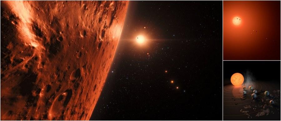 NASA i Europejskie Obserwatorium Południowe (ESO) ogłosiły właśnie odkrycie niezwykłego pozasłonecznego układu planetarnego. Wokół gwiazdy TRAPPIST-1, zlokalizowanej około 40 lat świetlnych od Słońca, krąży aż 7 planet o rozmiarach podobnych do rozmiarów Ziemi. Nie koniec na tym. Co najmniej sześć z nich ma skalistą powierzchnię, a aż trzy znajdują się w tzw. strefie zamieszkiwalnej, gdzie woda w stanie ciekłym mogłaby sprzyjać powstaniu życia. Odkrycia dokonano m.in. z pomocą teleskopów TRAPPIST-South w obserwatorium ESO La Silla oraz Very Large Telescope (VLT) w obserwatorium ESO Paranal, a także należącego do NASA Kosmicznego Teleskopu Spitzera. Z pewnością w najbliższym czasie układ będzie obserwowany z pomocą wszystkich dostępnych instrumentów. Jeśli gdzieś szukać życia, to właśnie tam.