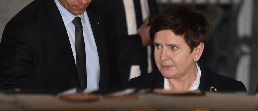 """W krakowskiej prokuraturze okręgowej zakończyło się trwające trzy godziny przesłuchanie premier Beaty Szydło w charakterze świadka wypadku kolumny rządowej w Oświęcimiu 10 lutego, w którym uczestniczyła. """"Pani premier odpowiadała na liczne pytania prokuratorów. Cały czas oczywiście czekamy na zakończenie całego postępowania, bo (...) zależy nam na tym, aby ta sprawa została doprowadzona do samego końca i poprzedzona  (...) rzetelnym, obiektywnym, kompleksowym wyjaśnieniem wszelkich okoliczności tej sprawy - powiedział rzecznik rządu Rafał Bochenek."""