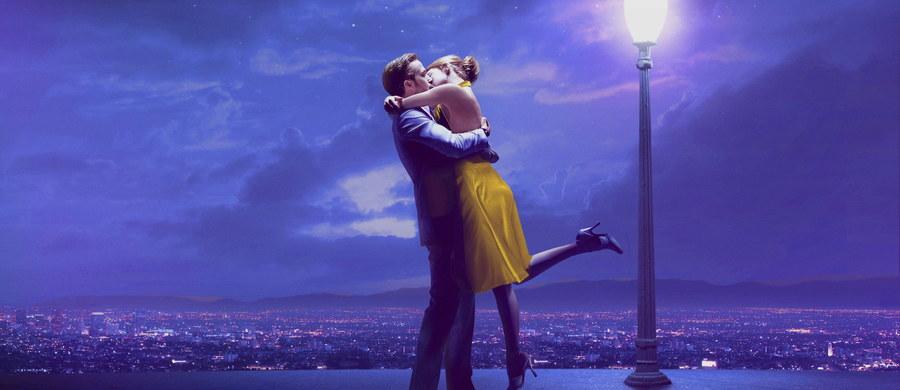"""""""La La Land"""" to zdecydowany faworyt tegorocznych Oscarów i trzeci film w historii (po """"Titanicu"""" i """"Wszystko o Ewie""""), który dostał szansę na zgarnięcie aż 14 statuetek. Magia znanych nazwisk, doskonała muzyka, a może przede wszystkim świetna reklama – czym ten musical sobie na to zasłużył?"""