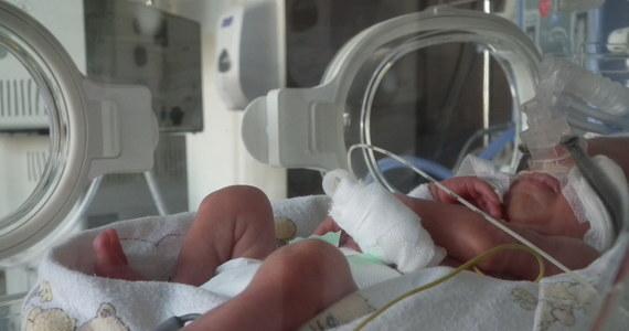 Poród wcale nie musi kojarzyć się tylko z silnym bólem i traumatycznym przeżyciem. Rodzącym kobietom przysługuje szereg praw, z których powinny świadomie korzystać i domagać się ich respektowania. Oto najważniejsze z nich.