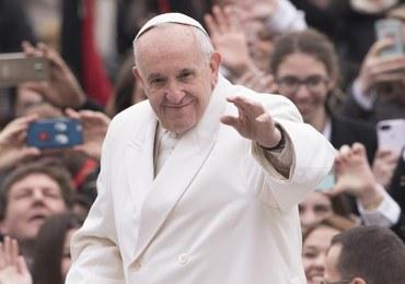 """Papież Franciszek ostrzega przed globalną wojną. """"Dane ONZ są wstrząsające"""""""