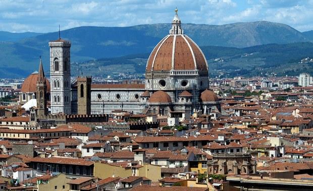 Florencja, uważana za jedno z najbardziej romantycznych miast świata, jest stolicą osób samotnych. Tak włoska prasa podsumowała dane demograficzne ogłoszone przez władze miejskie. Liczba singli stale tam rośnie.