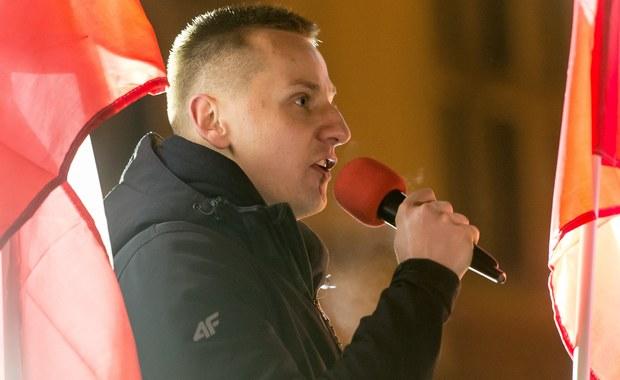 Były katolicki duchowny i narodowy aktywista Jacek Międlar został zatrzymany na lotnisku Stansted w Londynie - poinformowały Polską Agencję Prasową źródła w brytyjskiej policji. Mężczyzna miał wziąć udział w wiecu radykalnego ugrupowania Britain First. Wieczorem Międlar poinformował na Facebooku, że wraca do kraju, ponieważ odmówiono mu wjazdu do Wielkiej Brytanii.