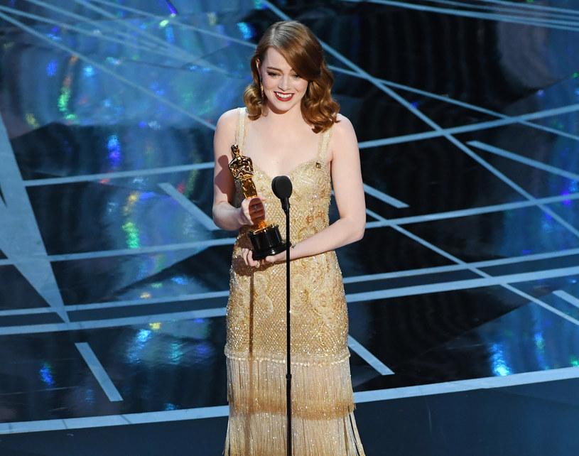 """Sześć statuetek otrzymał podczas 89. gali oscarowej """"La La Land"""". Produkcja miała 14 nominacji, a triumfowała w takich kategoriach, jak najlepszy reżyser, aktorka pierwszoplanowa, muzyka i piosenka. Najlepszym filmem uznany został jednak """"Moonlight"""", który zdobył też Oscary za najlepszy scenariusz adaptowany i męską rolę drugoplanową. Przy okazji odczytania werdyktu doszło do ogromnego skandalu."""