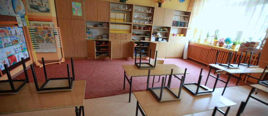 Pod wnioskiem o referendum w sprawie reformy edukacji zebrano około 130 tysięcy głosów. Jak informuje dziennikarz RMF FM Grzegorz Kwolek, organizatorzy akcji mają nadzieję, że zmiany w szkolnictwie uda się jeszcze zatrzymać.