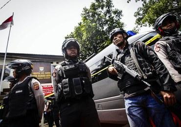 Indonezja: Terrorysta powiązany z Państwem Islamskim zdetonował bombę. Zmarł po pościgu