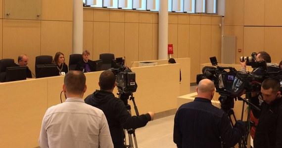 20 lat więzienia i 200 tysięcy złotych na rzecz pokrzywdzonej - to wyrok sądu w Poznaniu w sprawie Grzegorza P. Mężczyzna w październiku 2015 roku w Gnieźnie uwięził, gwałcił i oślepił 24-letnią kobietę.