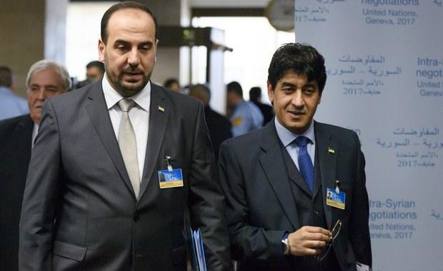 Syryjska opozycja wezwała Rosję, sojuszniczkę Asada, by naciskała na rząd w Damaszku, aby poważnie zaangażował się w rozmowy pokojowe w Genewie. We wtorek opozycja ma spotkać się ze stroną rosyjską.