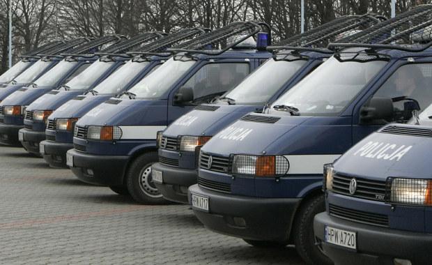 Małopolska policja zatrzymała kierowcę, który na zakopiance spowodował dwa wypadki i uciekł. Auto, którym jechał miało austriackie tablice rejestracyjne. Sygnał w tej sprawie dostaliśmy na Gorącą Linię RMF FM.