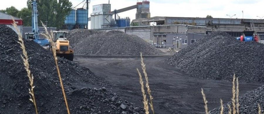 Górniczy związkowcy podzieleni. Tylko część działających w Katowickim Holdingu Węglowym związków zawodowych parafowała porozumienie dot. warunków połączenia KHW z Polską Grupą Górniczą. Dokument stanowi, że po fuzji górnicy z Holdingu mają być wynagradzani na takich zasadach, jakie obowiązują w PGG. Porozumienie zaakceptował w poniedziałek Sierpień 80. Organizacje, które wstrzymały się z podpisem - m.in. Solidarność - mają podjąć decyzję do godziny 10:00 w najbliższą środę.
