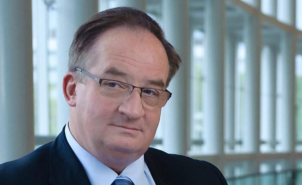 Jacek Saryusz-Wolski znalazł się w centrum politycznych dyskusji w Polsce. Prezes Prawa i Sprawiedliwości nie chciał skomentować informacji, że europoseł PO ma poparcie rządu jako kandydat na stanowisko szefa Rady Europejskiej. Z kolei Sławomir Neumann, szef klubu Platformy stwierdził, że Saryusz-Wolski jest wkręcany w spekulacje, a zamieszanie wokół niego jest absurdalne.