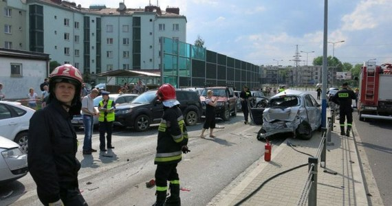 Przed krakowskim sądem rozpoczął się proces kierowcy Grzegorza O., oskarżonego o staranowanie 18 samochodów oczekujących na czerwonym świetle. Na wniosek obrony proces toczy się za zamkniętymi drzwiami.