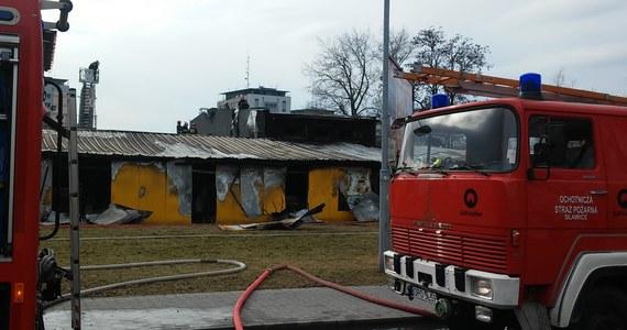 Kilkudziesięciu strażaków walczyło z pożarem hali magazynowej przy ulicy Budowlanych w Opolu. Informację o wybuchu ognia dostaliśmy na Gorącą Linię RMF FM.
