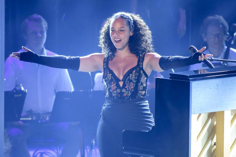 """Alicia Keys, chcąc przekonać uczestniczkę przesłuchań w ciemno w """"The Voice"""", by wybrała ją na swojego trenera wokalnego, postanowiła zaimprowizować dla niej utwór."""