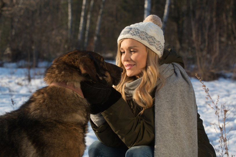 """Joanna Krupa już niedługo pomoże znaleźć wymarzone domy psom ze schronisk i wraz z zespołem specjalistów wesprze rodziny, które nie radzą sobie z wychowaniem swoich czworonogów. Pierwszy odcinek """"Misji Pies"""" zostanie wyemitowany już 4 marca o godz. 16.25 na antenie TVN."""