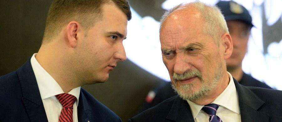 Rzecznik ministra obrony narodowej Bartłomiej Misiewicz wciąż przebywa na wolnym. Jak dowiedział się w MON nasz reporter Grzegorz Kwolek, Misiewicz - wysłany 4 lutego na przymusowy wypoczynek - jeszcze nie wrócił do pracy.